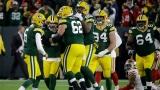 Mason Crosby entouré de ses coéquipiers des Packers