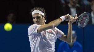 Federer l'emporte non sans peine chez lui