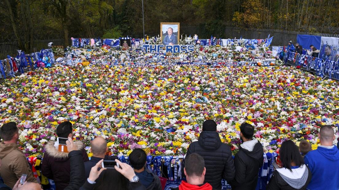 Des milliers de supporters de Leicester ont rendu hommage à Vichai Srivaddhanaprabha.