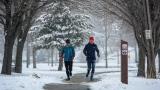 Coureurs dans la neige