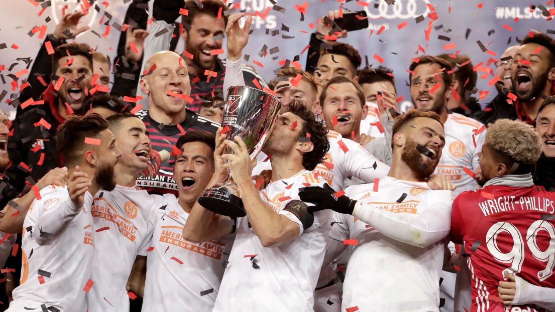Les joueurs d'Atlanta United avec le trophée du champion dans l'Est