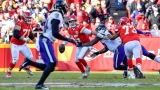 Patrick Mahomes échappe à la défensive des Ravens