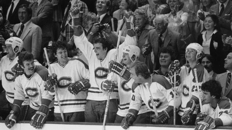 Houle, Lambert, Risebrough et Tremblay, Mondou, Lafleur, Shutt et Lupien sur le point de célébrer une autre conquête de la Coupe Stanley