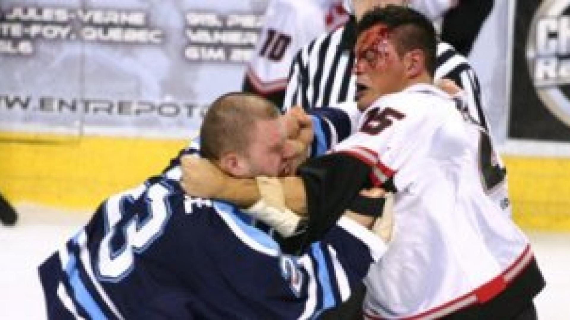 Une violente bagarre éclate entre deux joueurs de la LNAH.