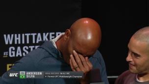 Anderson Silva ne peut contenir ses larmes