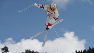 Kingsbury gagne l'or au Japon