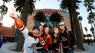 Fans des Ducks en face du Honda Center