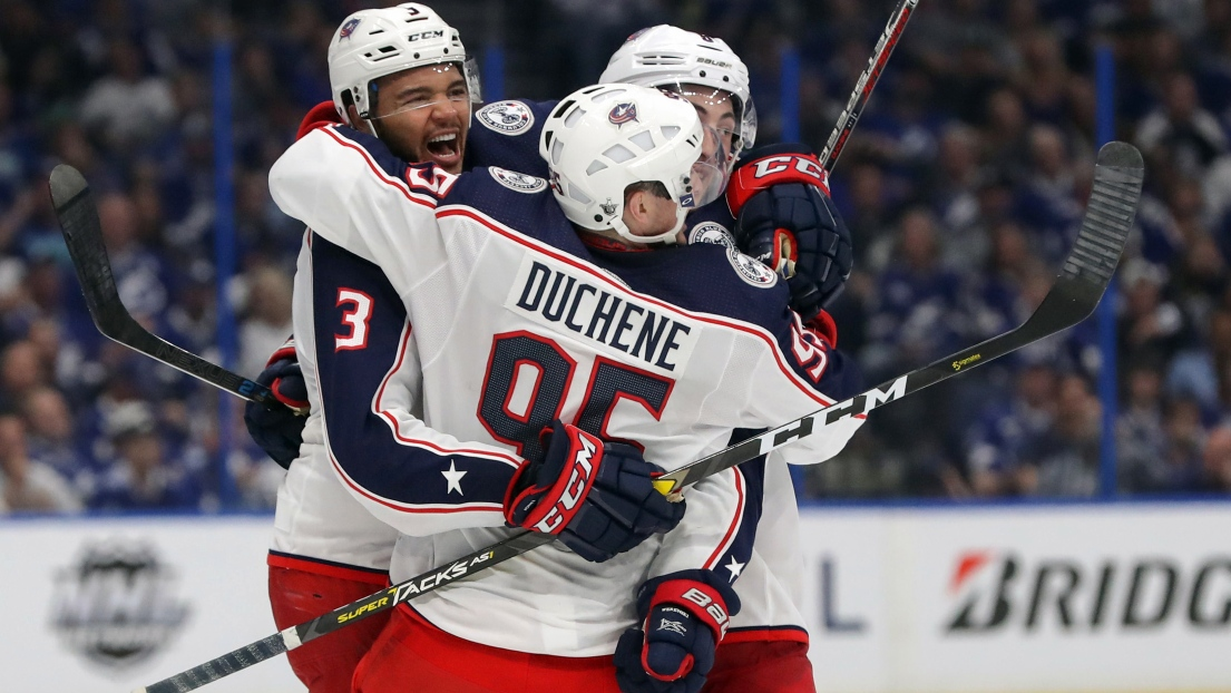 Les Blue Jackets célèbrent le but de Seth Jones