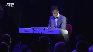Félix Auger-Aliassime, le pianiste!