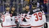 Des joueurs du Canada célèbrent un de leurs buts.