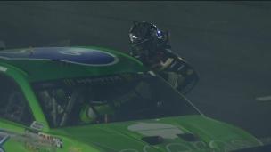 Violent combat... en NASCAR