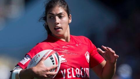 Quatre Québécoises avec l'équipe canadienne de rugby