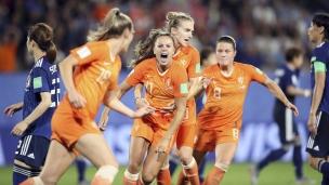 Pays-Bas 2 - Japon 1