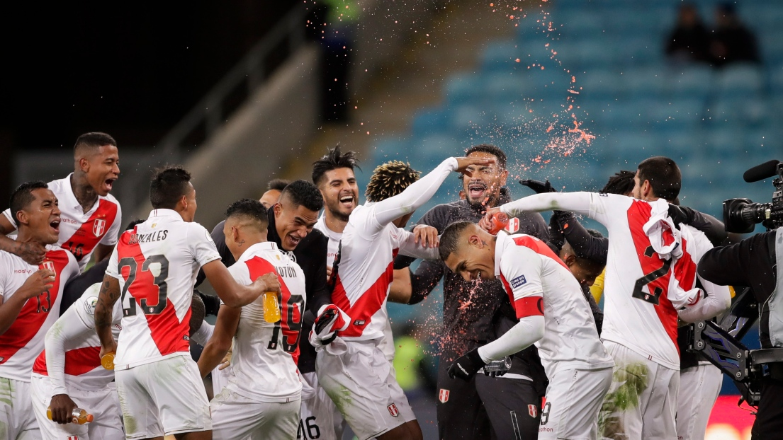 Les joueurs du Pérou célèbrent
