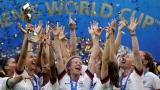 Les Américaines célèbrent la conquête de leur titre mondial.