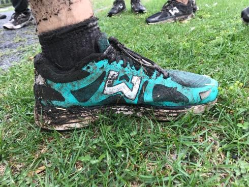 Un soulier de Frédéric Plante plein de boue