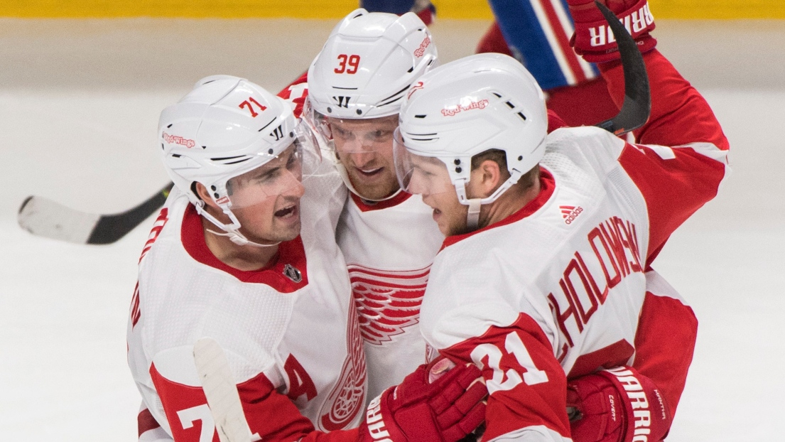 Dylan Larkin, Anthony Mantha et Dennis Cholowski