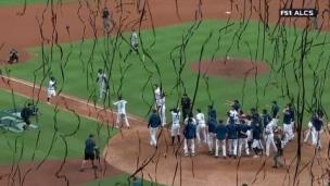 Jose Altuve envoie les Astros en Série mondiale!