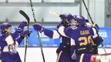 Les joueurs des Lynx du Pavillon Wilbrod-Dufour célébrant un but.