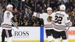 Mécontents, les fans des Bruins ont lancé des déchets sur la glace