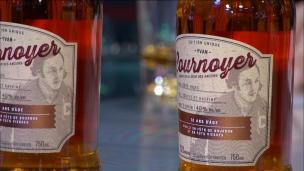Yvan Cournoyer présente le whisky à son nom