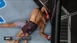 Perez endort Espinosa avec l'étranglement triangulaire