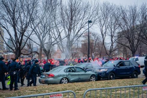 Un chauffard a perturbé la parade des Chiefs, champions du Super Bowl.