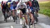 Mads Pedersen, champion du monde en titre, menant la bordure