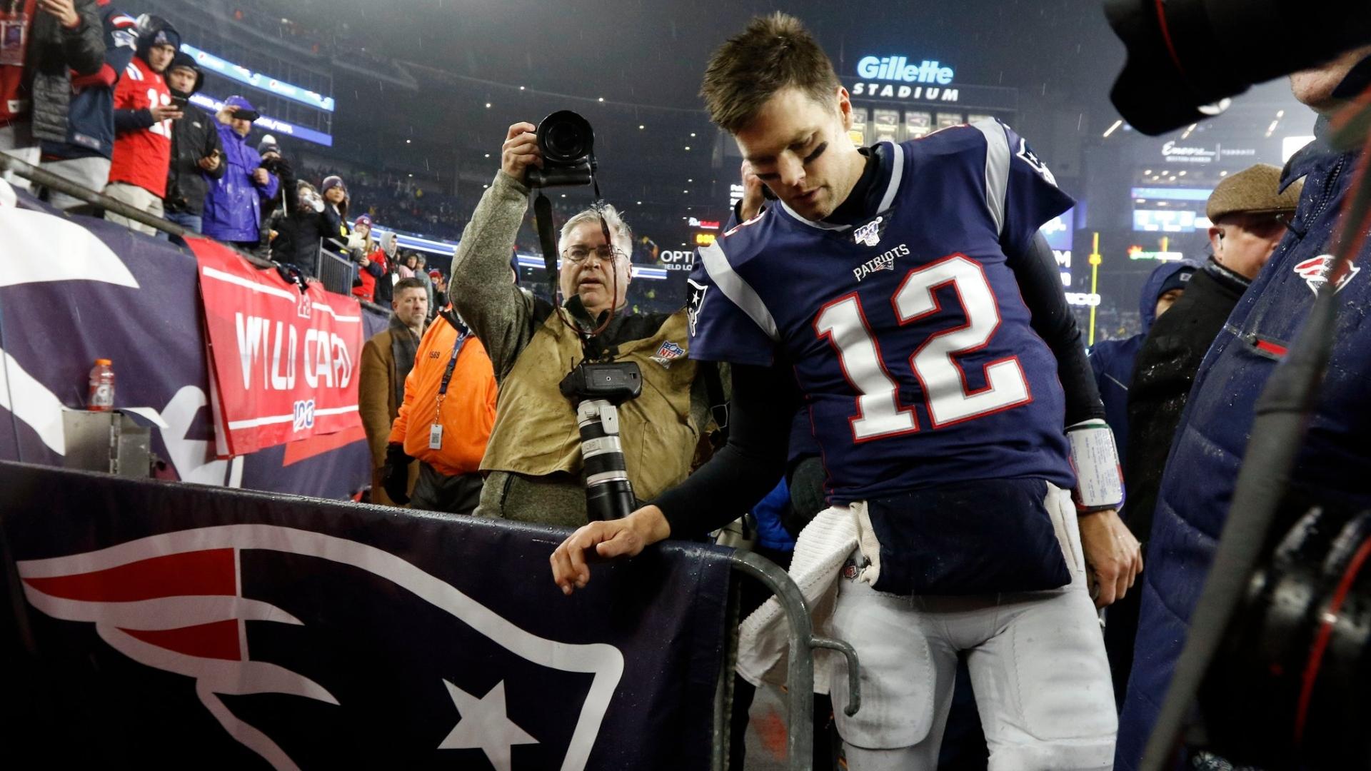Tom Brady disant adieu aux partisans des Patriots, lors de son dernier match à vie avec l'équipe en janvier dernier.