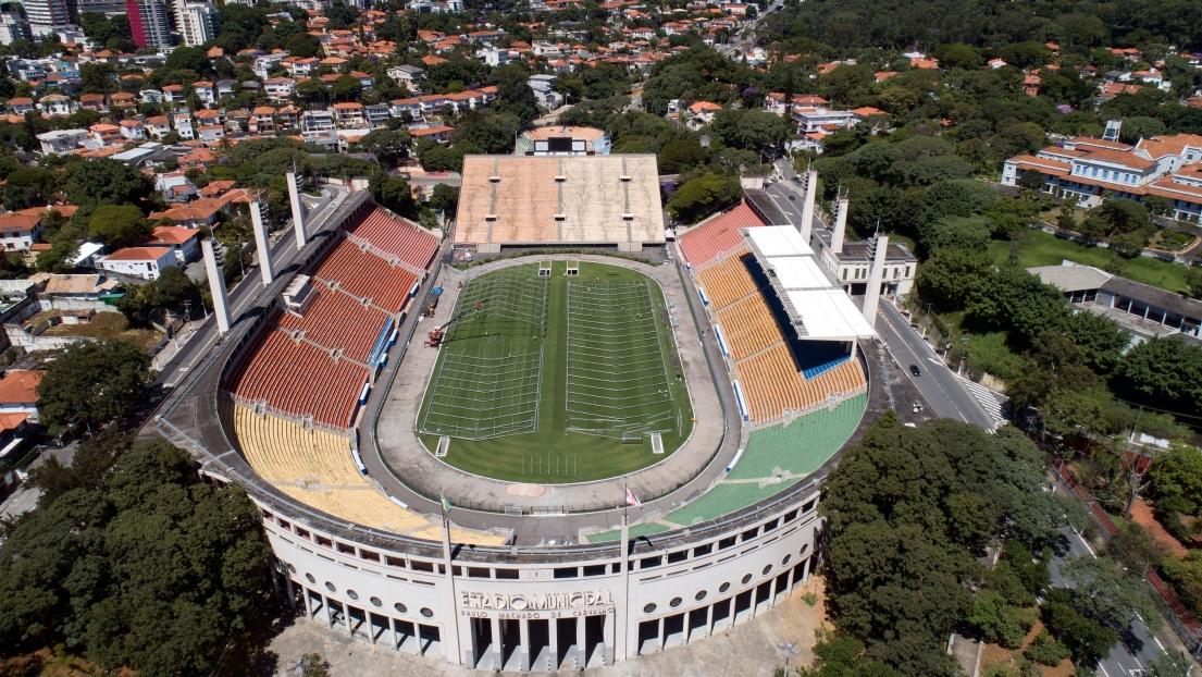 Un stade de 45 000 places transformé en hôpital — Coronavirus / Brésil