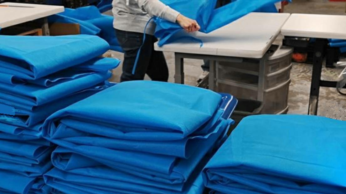 Les blouses médicales fabriquées par Brian's Custom Sports