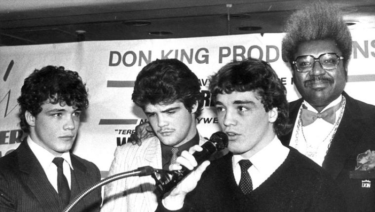 Mathew, Alex et Dave Hilton en compagnie du promoteur Don King