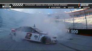 Elliott se sort de la course ; Keselowski l'emporte