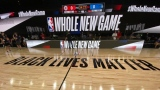 Le slogan « Black lives matter » sur le court de la NBA