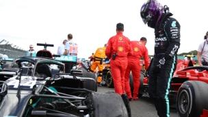 Hamilton résiste à Verstappen sur trois roues