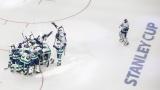 Les joueurs des Canucks célèbrent