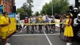 Des coureurs attendent le départ du Tour de France 2020.