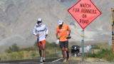 Des coureurs prenant part à l'ultra-marathon Badwater.