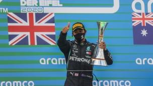 Hamilton rejoint Schumacher avec une 91e victoire