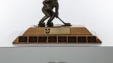 Trophée Golden Path remis à l'équipe championne universitaire en hockey féminin