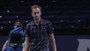 Medvedev surprend Nadal