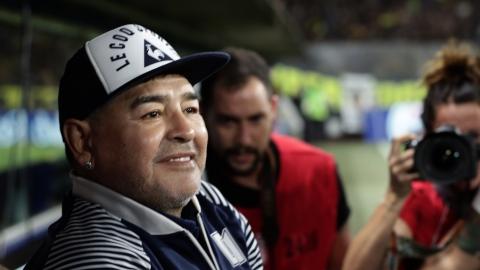 Maradona : son infirmier avait ordre de « ne pas le réveiller »