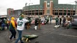 Des partisans des Packers dans le stationnement du Lambeau Field