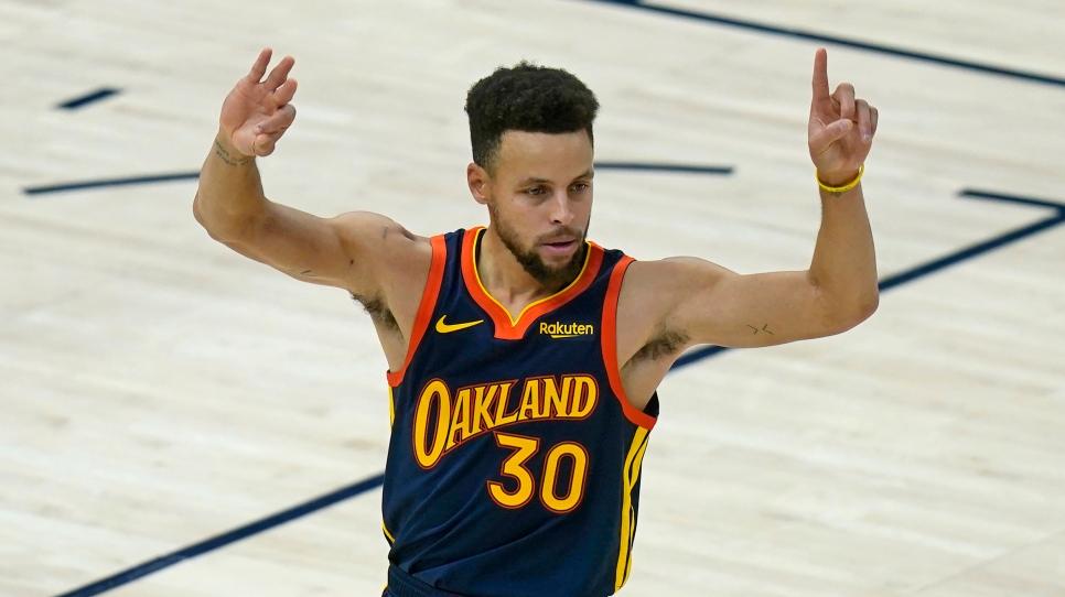 Curry signe un contrat de 215 millions $